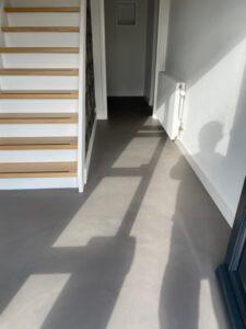 betonlook vloer hal